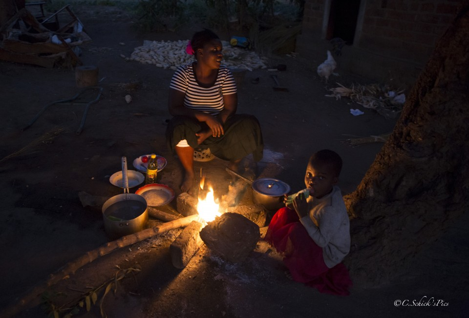 Photo by Crystal Schick Bernadette Mwanza, wife to the farmer John Mwanza, cooks dinner over an open fire at the homestead about 20 km outside Petauke, Zambia.